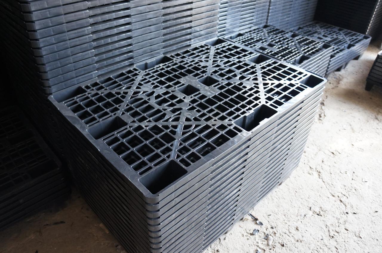 Паллета пластиковая с перфорацией для легких и средних грузов до 2000 кг