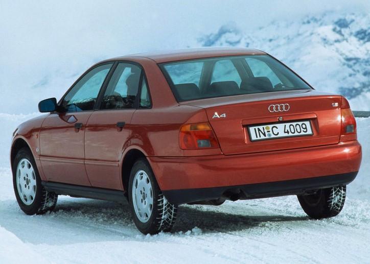 Заднее стекло Audi A4 (1994-2001) Седан, с антенной для радио