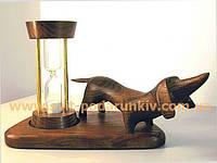 Песочные часы со скульптурой Такса в подарок