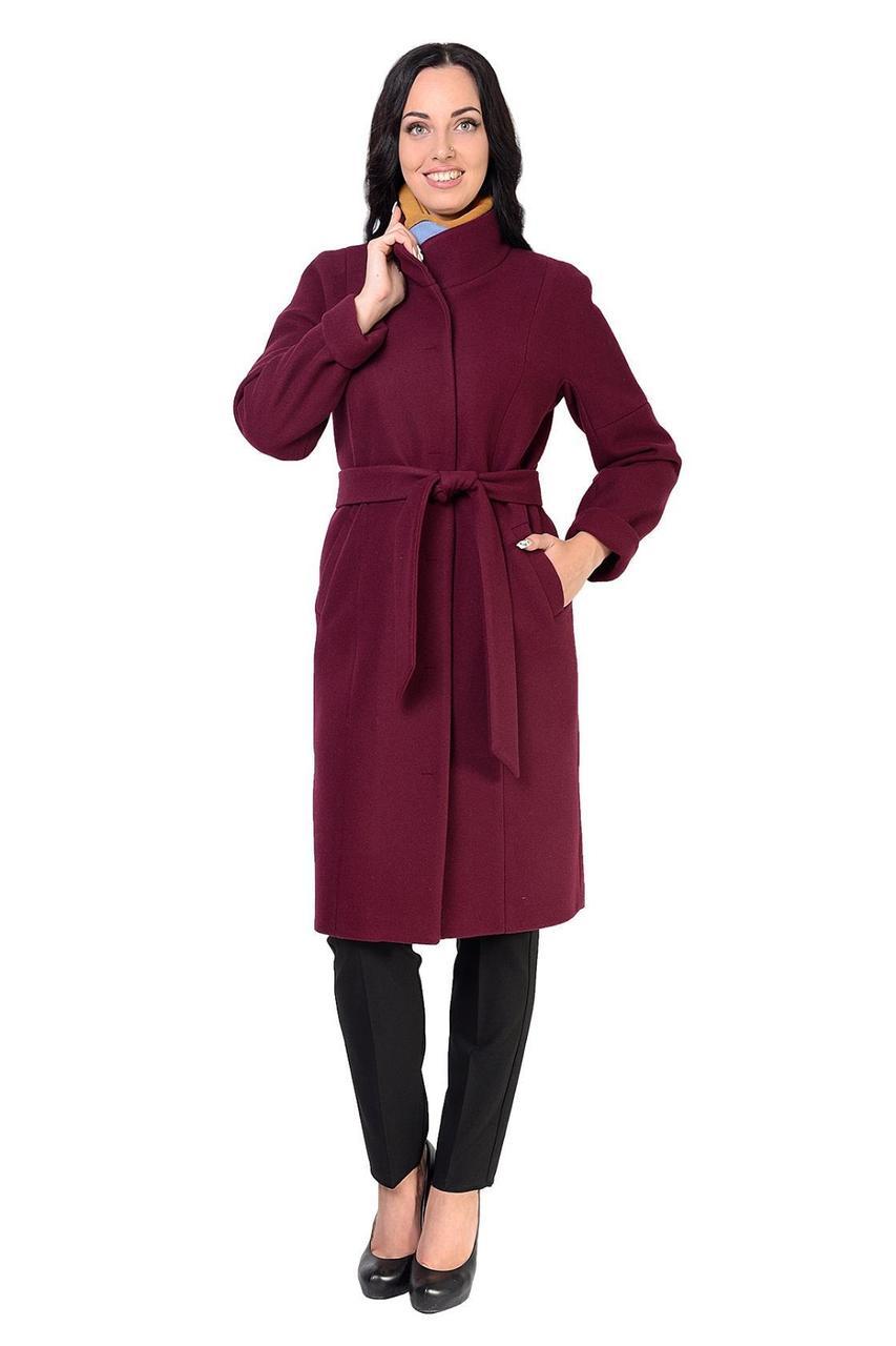 Яркое пальто классического кроя