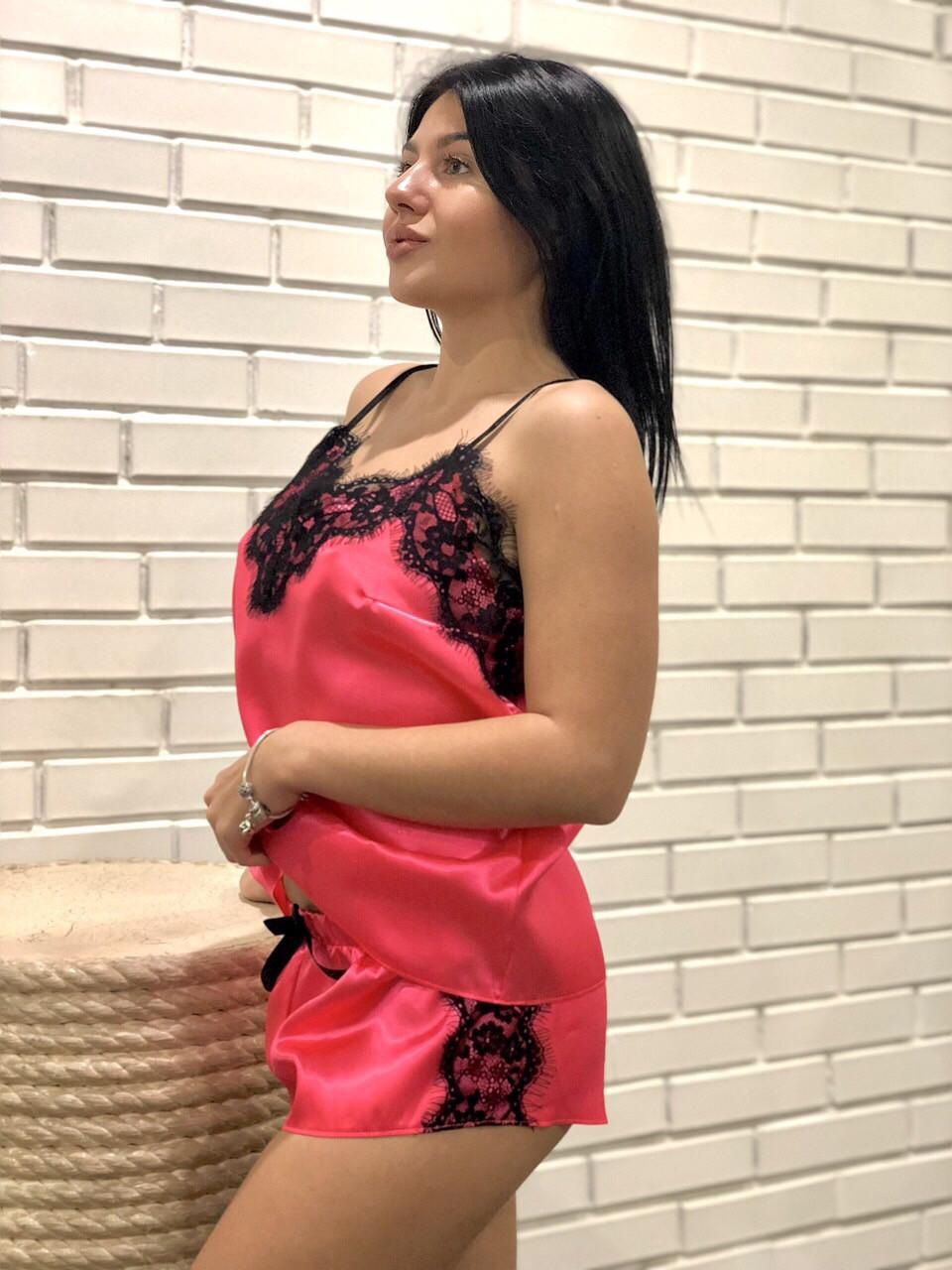 Яркая малиновая  пижама с черным кружевом