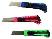 Цветной канцелярский нож с пластиковой ручкой