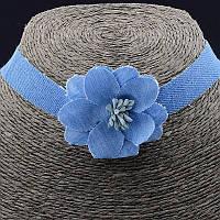 Чокер голубой с цветком из ткани 30 см. 038481