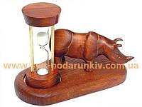 Сувенир, деревянные песочные часы на подставке со скульптурой