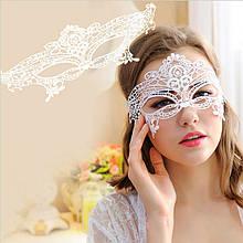 Венецианская таинственная ажурная маска белая