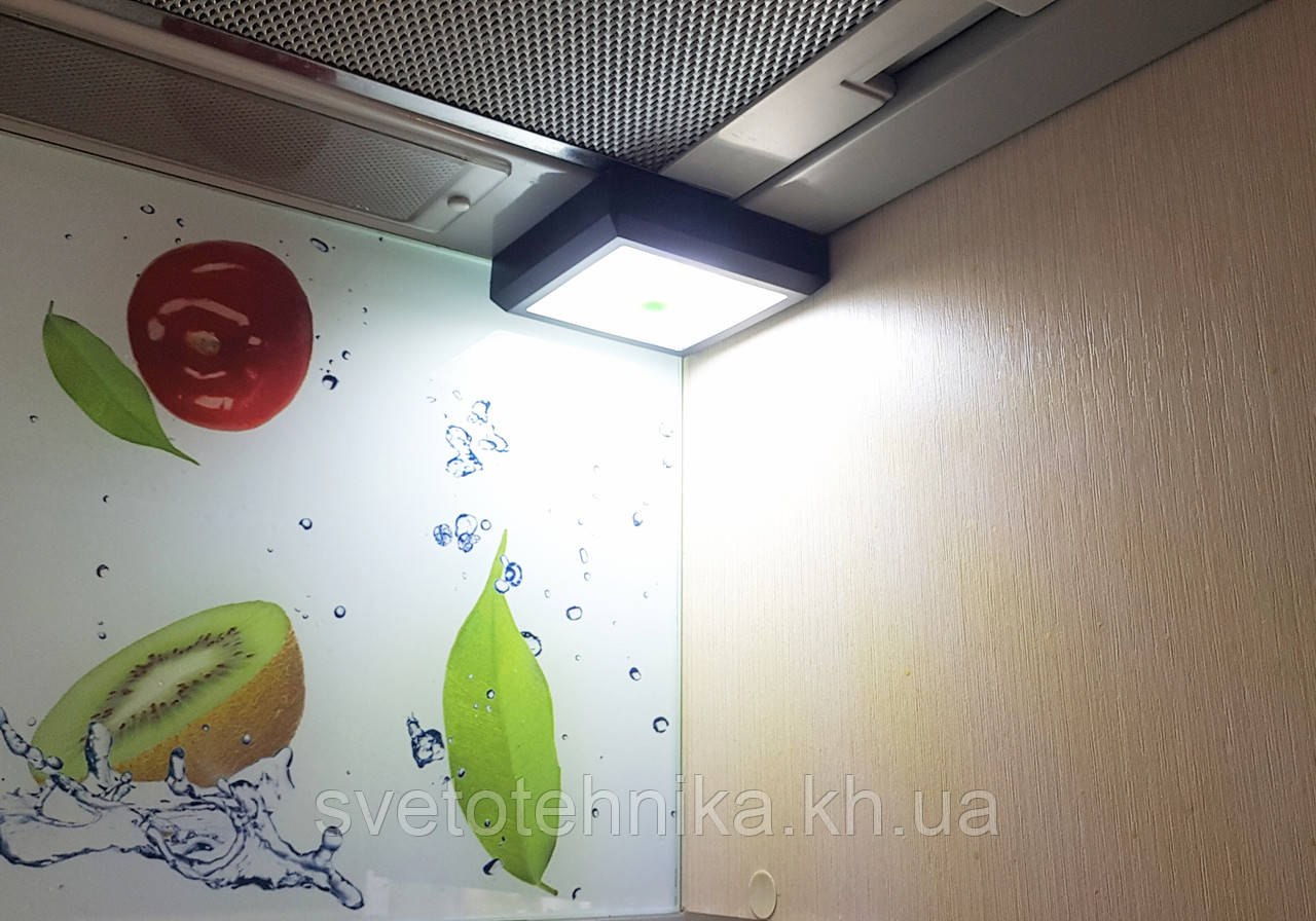 LED-лампа беспроводная с выключателем на магните квадратная