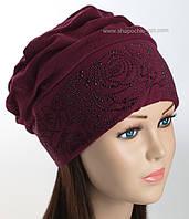 Трикотажная шапка со стразами Удача бордового цвета