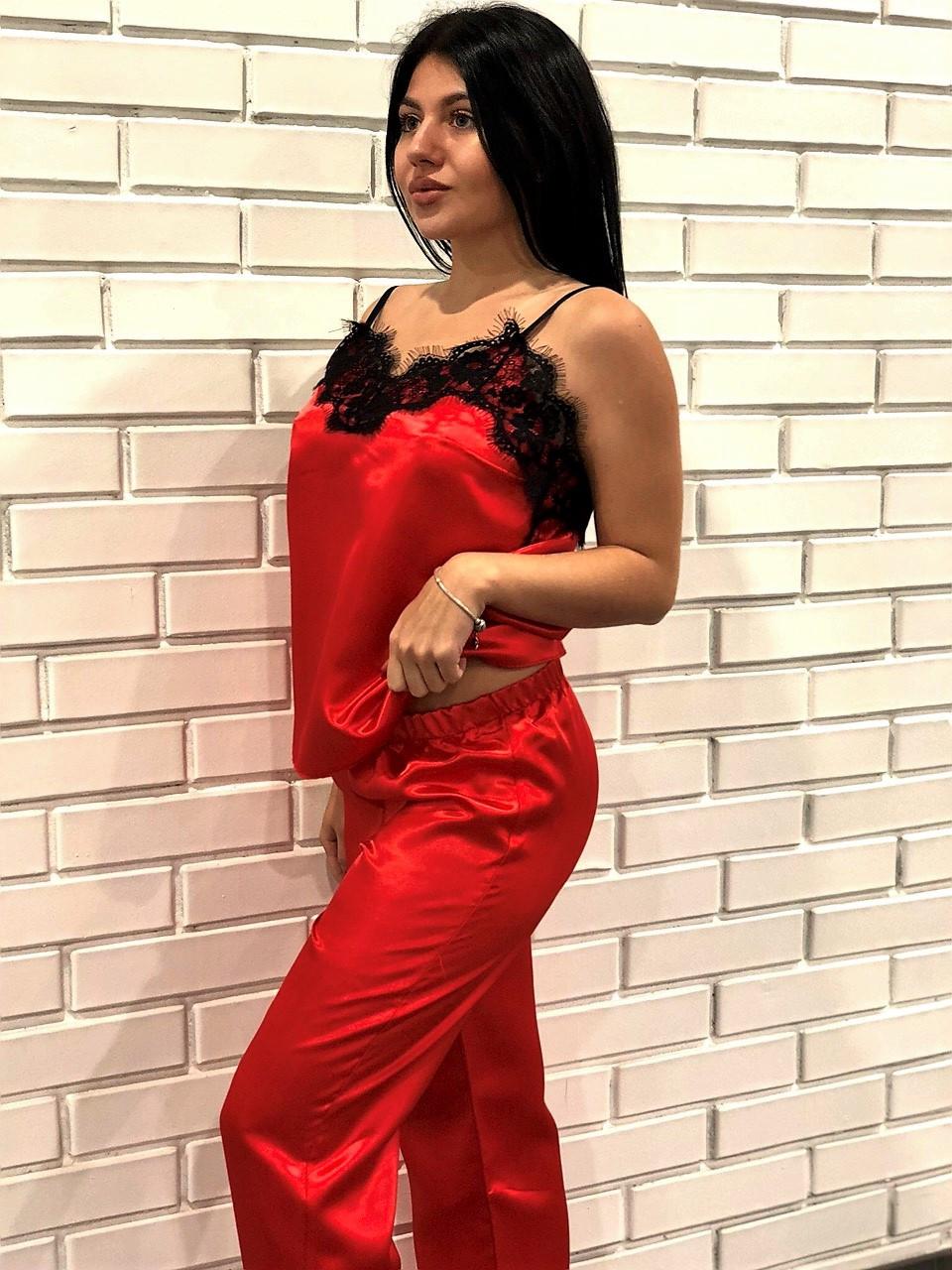 Красный домашний комплект из атласа: майка с кружевом и штаны