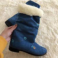 Синие зимние бархатные стильные женские короткие сапожки с вышивкой.  Арт-0350
