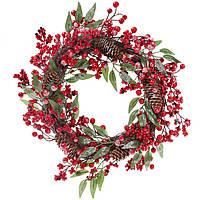 Новогодний венок с декором из красных ягод и шишек, 35 см