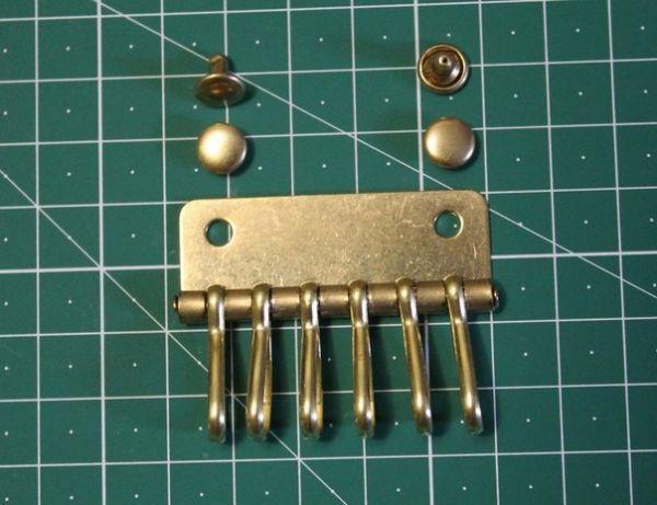 Ключница на 6 карабинов ( Латунь )( инструменты для кожи)