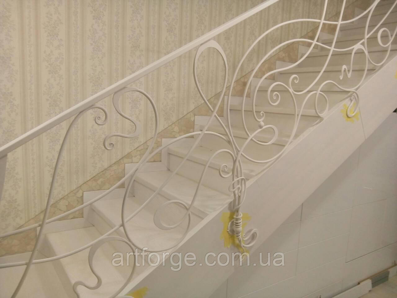 Білі ковані перила в стилі модерн
