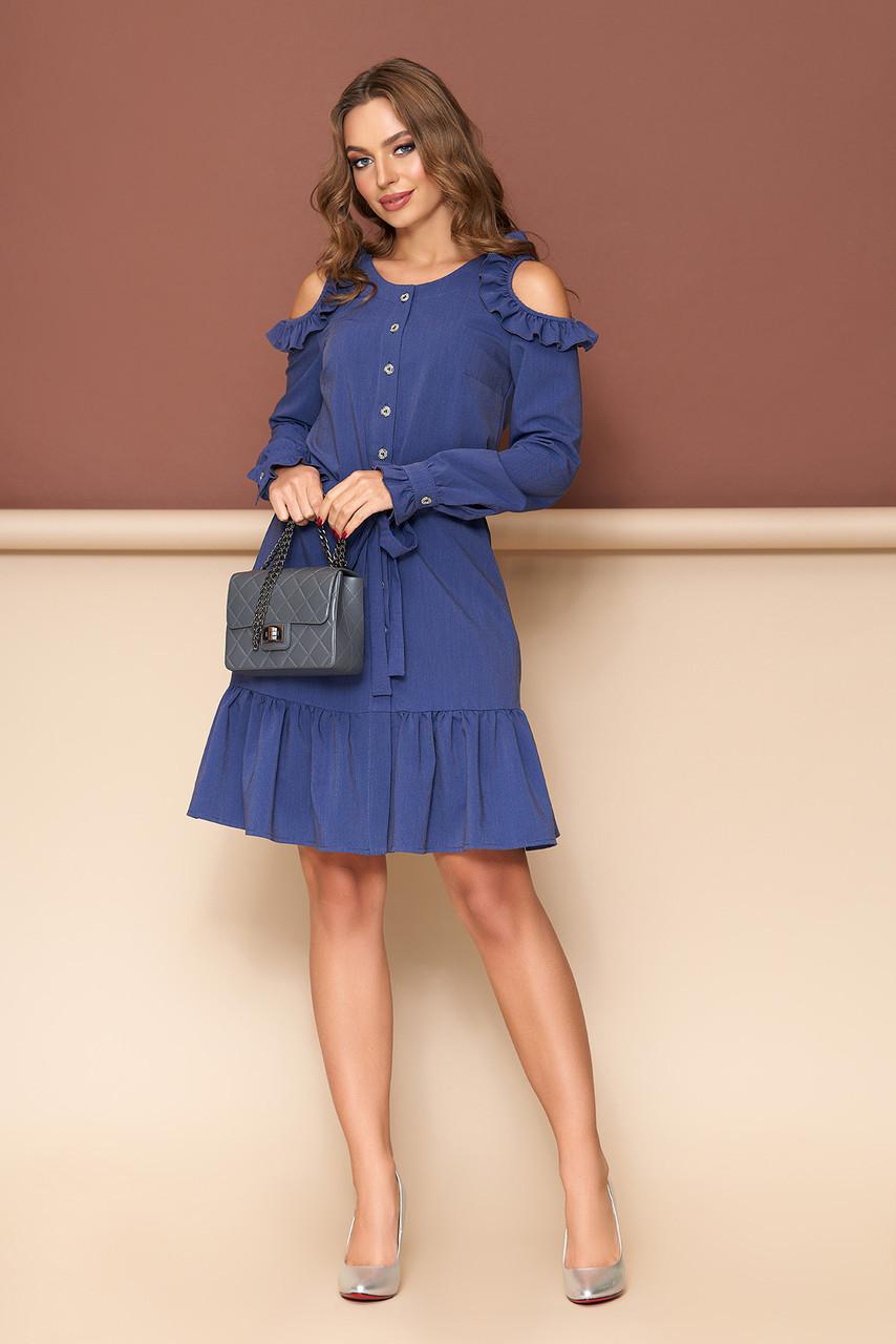 Синее платье с открытыми плечами
