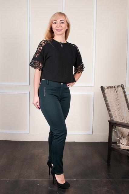 Стильные классические женские брюки зеленого цвета на байке. Размеры:  44, 46, 48, 50, 52, 54, 56, 58