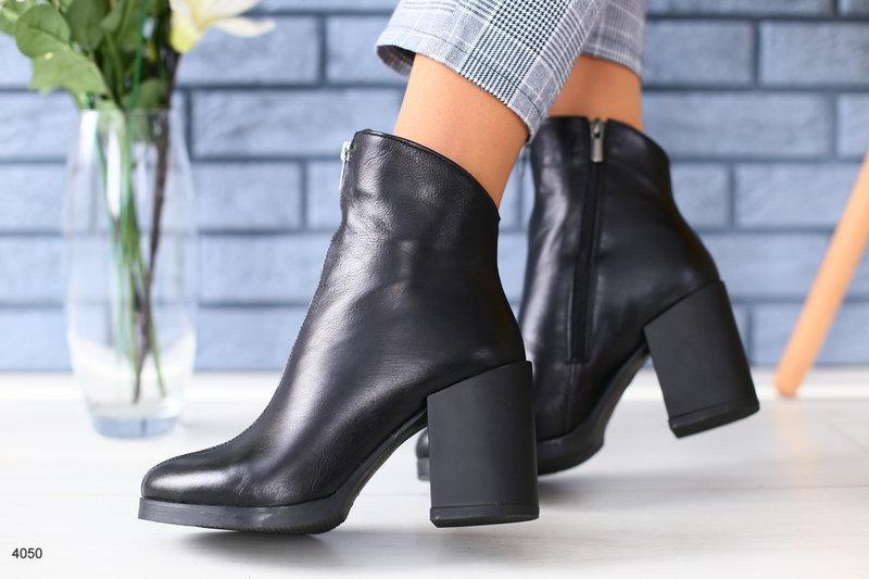09b6d5506 Женские кожаные ботинки на каблуке, демисезон, р.36-40, цена 1 660 ...