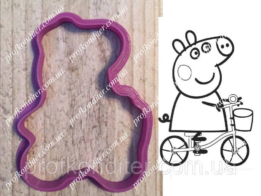 "Пластикова вирубка ""Свинка пеппа на велосипеді"" 8см"