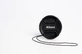 Крышка на объектив с надписью Nikon 55 mm