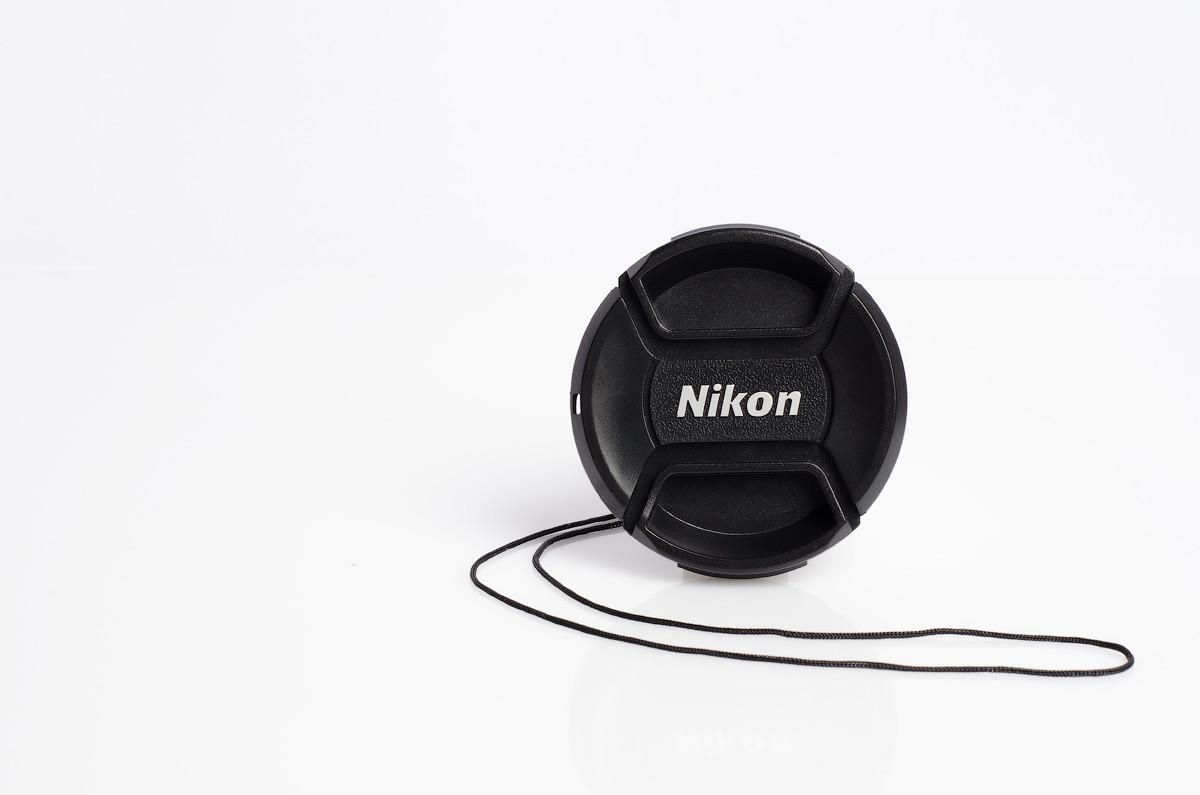 Крышка на объектив с надписью Nikon 77 mm
