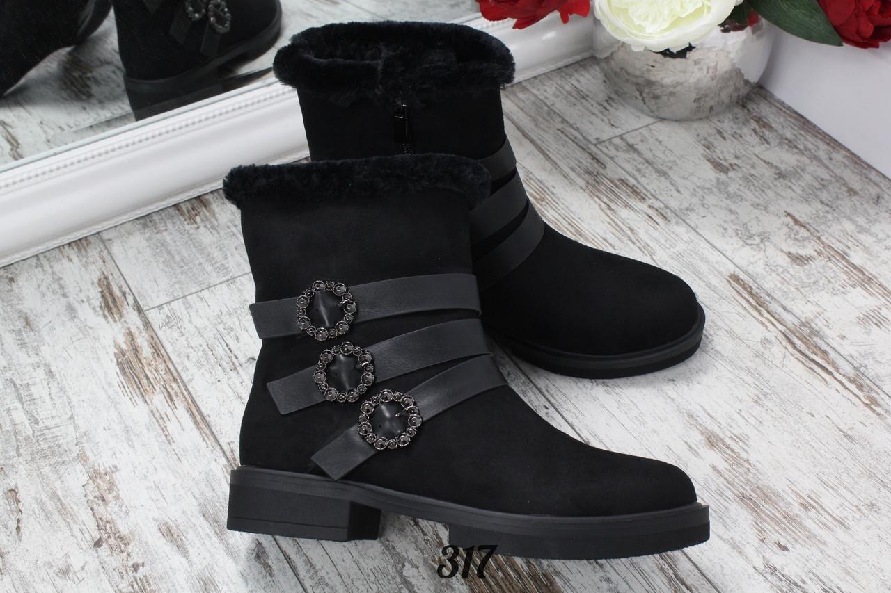 Ботинки зимние на низком ходу с ремешками декоративными
