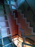 Каркас лестницы на ломаных косоурах, фото 1