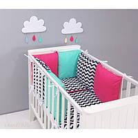 Комплект в кроватку Хатка 9 в 1 черный зигзаг розовый с мятой
