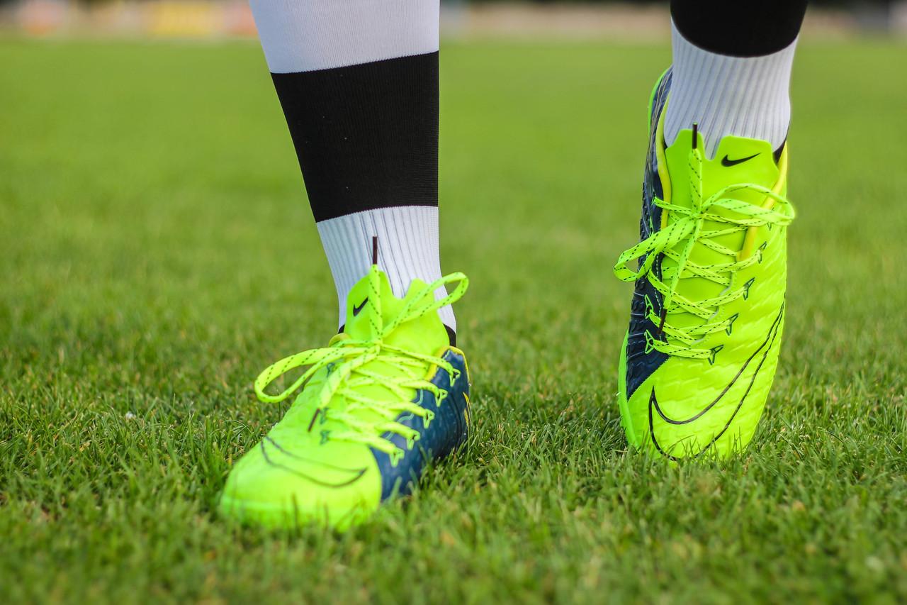 e1d8a83f Многошиповки футбольные ,бутсы ,бутсы сороконожки ,мужская обувь для спорта  и бега ,бутсы