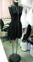 Платье трикотажное черного цвета с юбкой на сборке без рукава и молнией на всю длину по переду