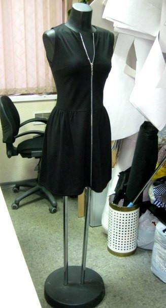 Платье трикотажное с молнией во всю длину