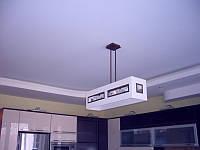 Сатиновые потолки в гостинной