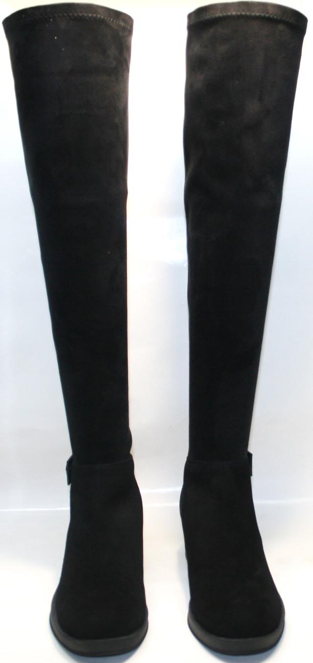 Модель сделает ноги визуально длиннее и стройнее, каблучок 2,5 сантиметра не напрягает при ходьбе, но добавляет изящества.