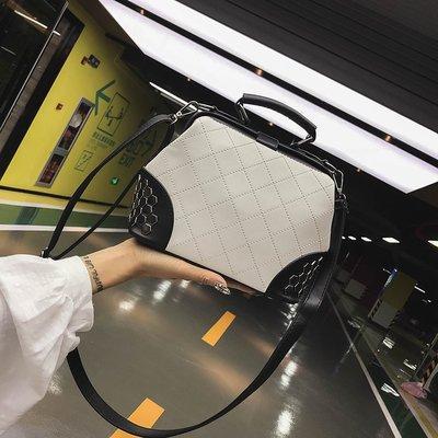 Белая с черным женская сумка