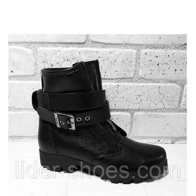 Женские зимние ботинки с кожаными ремнями