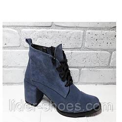 Замшевые женские ботинки на каблуке