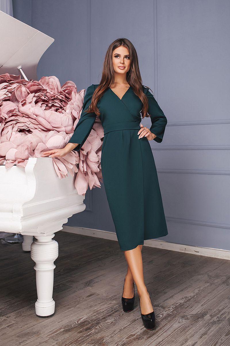 Элегантное деловое платье миди на запах и поясом в комплекте