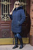 Зимний пуховик-пальто синего цвета с капюшоном и мехом