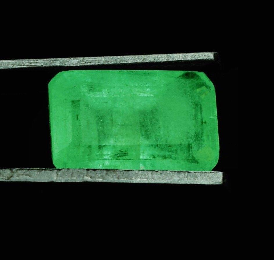 Натуральный изумруд  1.45 Cts  8.20 x 5.10 x 4.30 mm