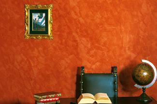 StuccoMarmo — превосходная штукатурка на основе извести, имитирующая натуральный мрамор, глянцевое полупрозрачное покрытие, характерное для домов эпохи Ренессанса. Её натуральный состав гарантирует высокую паропроницаемость и защищает от образования