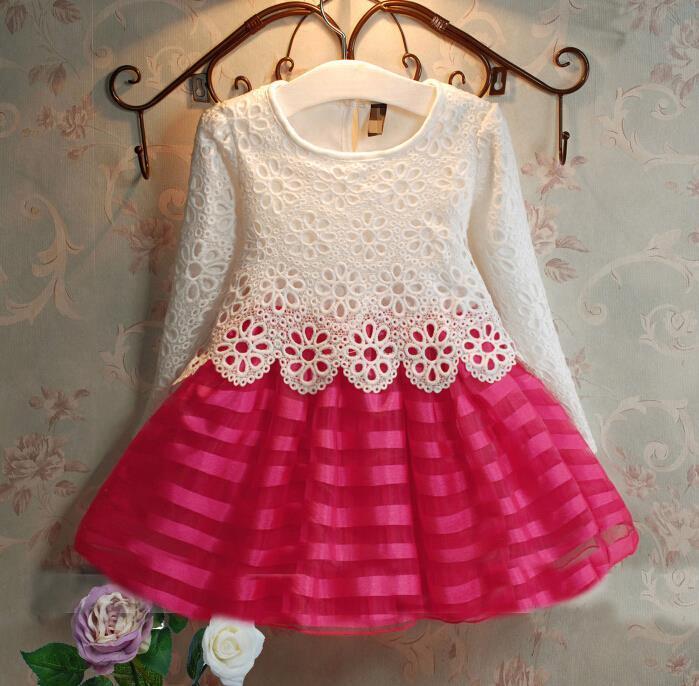 Красивое платье с кружевом  размер 98.
