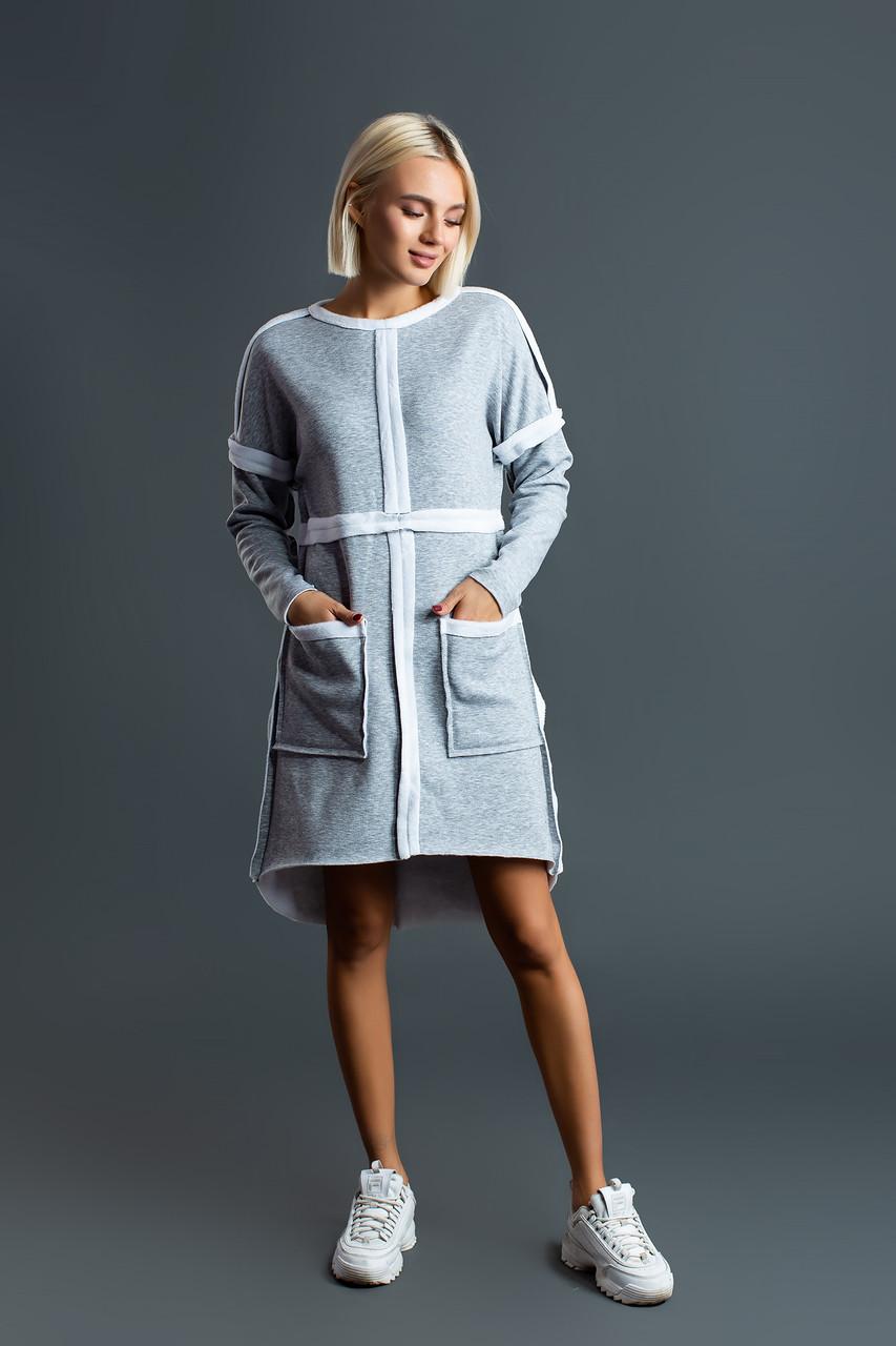 Светло-серое платье-трапеция с меховой изнанкой и крупными карманами