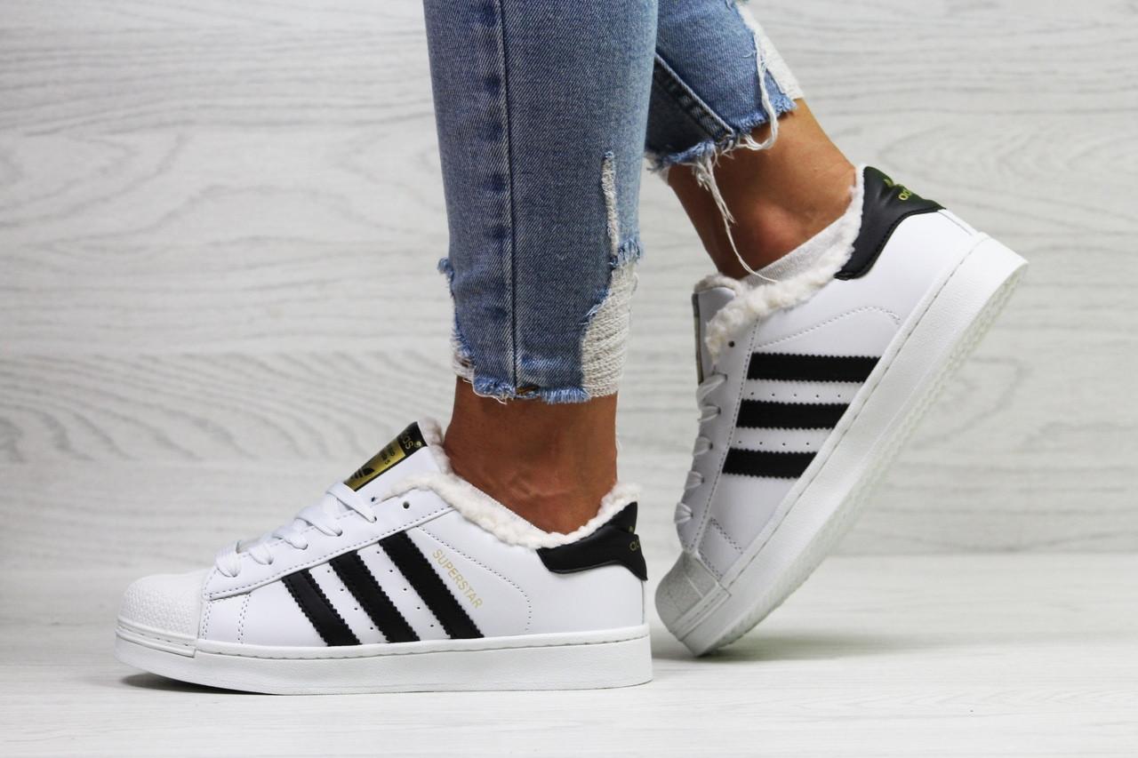 954676f6 Женские кеды Adidas Superstar кожаные качественные адидасы на меху в белом  цвете, ТОП-реплика