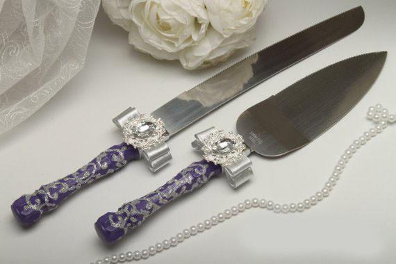 Нож и лопатка для свадебного торта Brooch (фиолетово-серебристые)