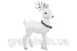 Новогодний декор Олень с венком, цвет - белый 42 см