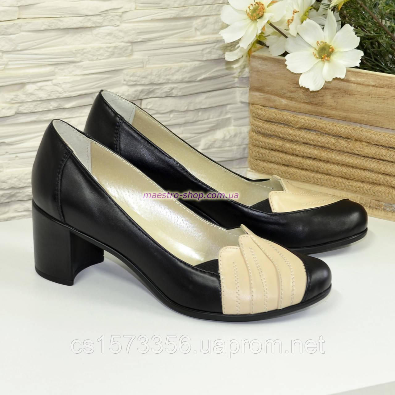 Туфли кожаные женские на каблуке с бежевой вставкой.