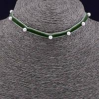 Чокер зеленый с белыми бусинами 30 см. 041058