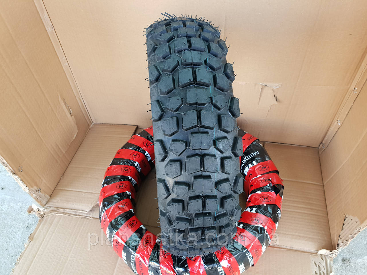 Покрышка 120 70 12 на скутер шипованная бескамерная