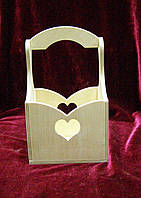 Короб сердечко с ручкой (10 х 10 х 17 см)
