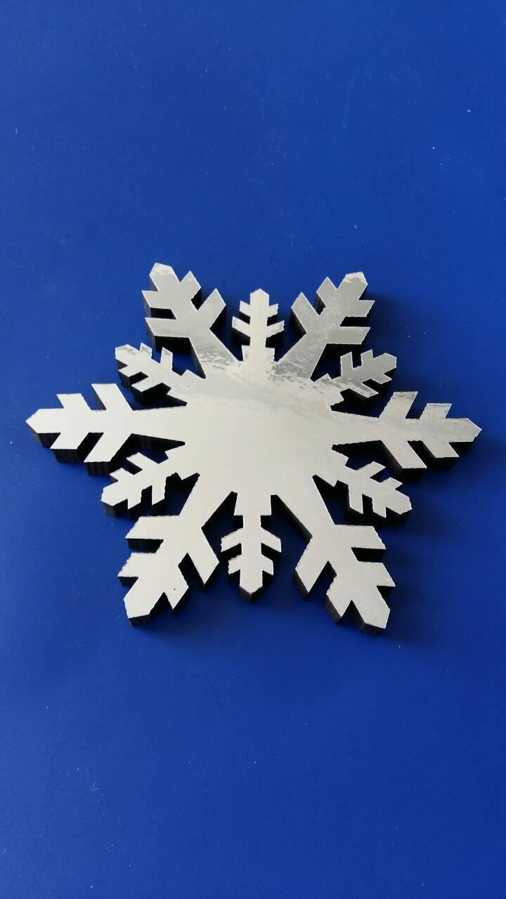 Снежинки из пенопласта, зеркальные, фанеры.Оформление торговых центров, магазинов, офисов, кафе, ресторанов