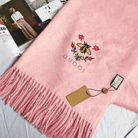Стильный розовый шарф Gucci