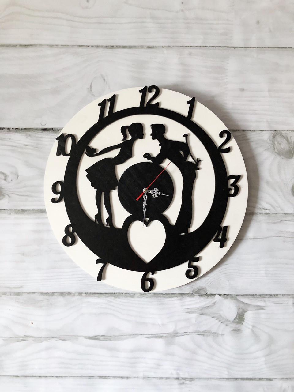 """Интерьерные часы """"Влюбленные"""" из дерева."""