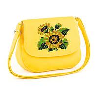 Вместительная сумочка на плечо с вышивкой